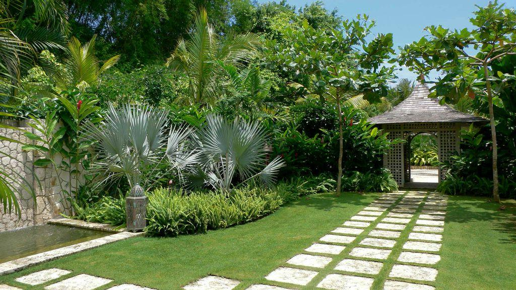 Tropical landscape design ideas gardening flowers 101 for Outdoor garden ideas house