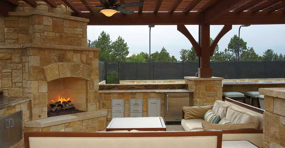 Fireplace And Firepit Ideas For Your Outdoor Kitchen