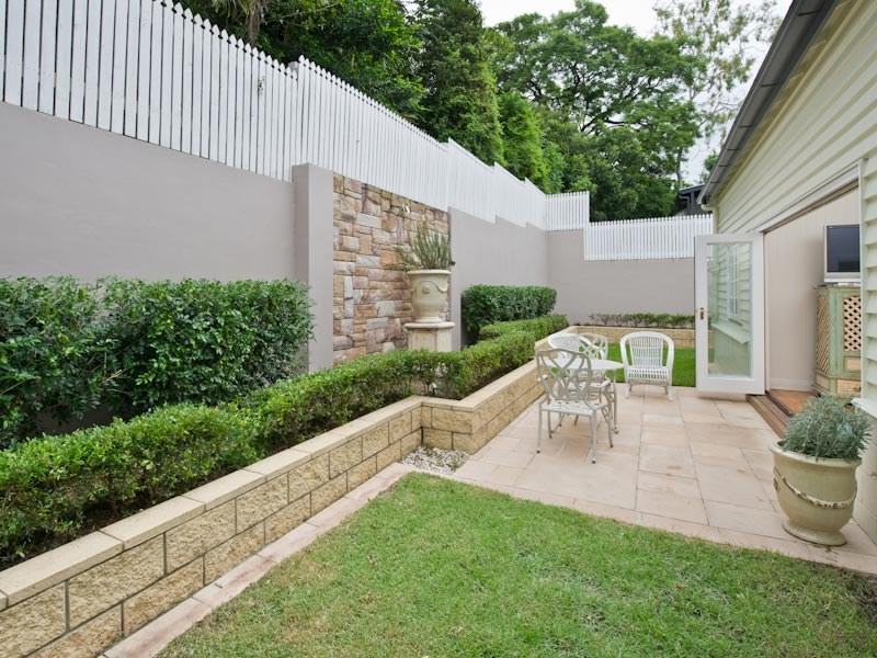 Interesting Retaining Wall Ideas That Can Improve Your Backyard ...