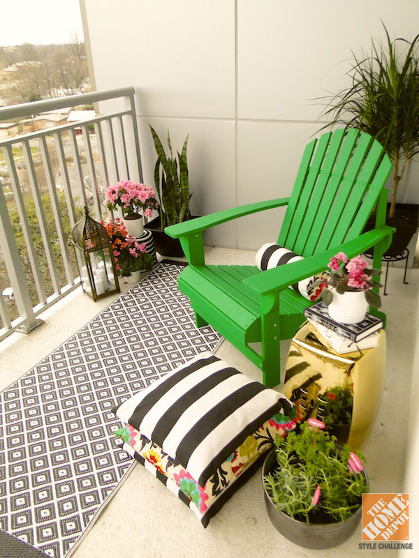Small patio ideas for every home gardening flowers 101 for Outdoor balcony decorating ideas