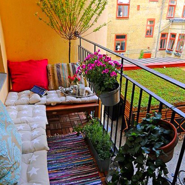 Small patio ideas for every home gardening flowers 101 for Apartment porch decorating ideas