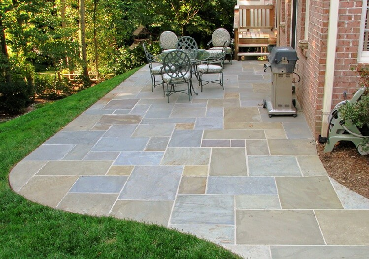 Flagstone patio ideas gardening flowers 101 gardening for Flagstone patio designs