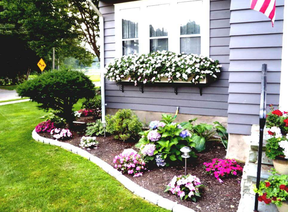 Flower bed ideas for front of house gardening flowers for Classic house with flower garden