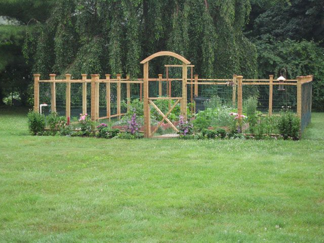 Garden fence ideas gardening flowers 101 gardening for Garden bed fence ideas