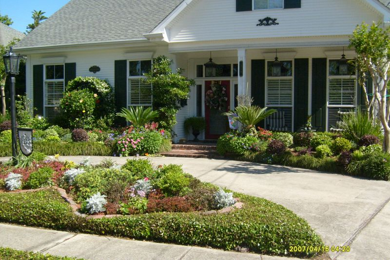 Landscape Arrangements for your Houses Front Gardening flowers
