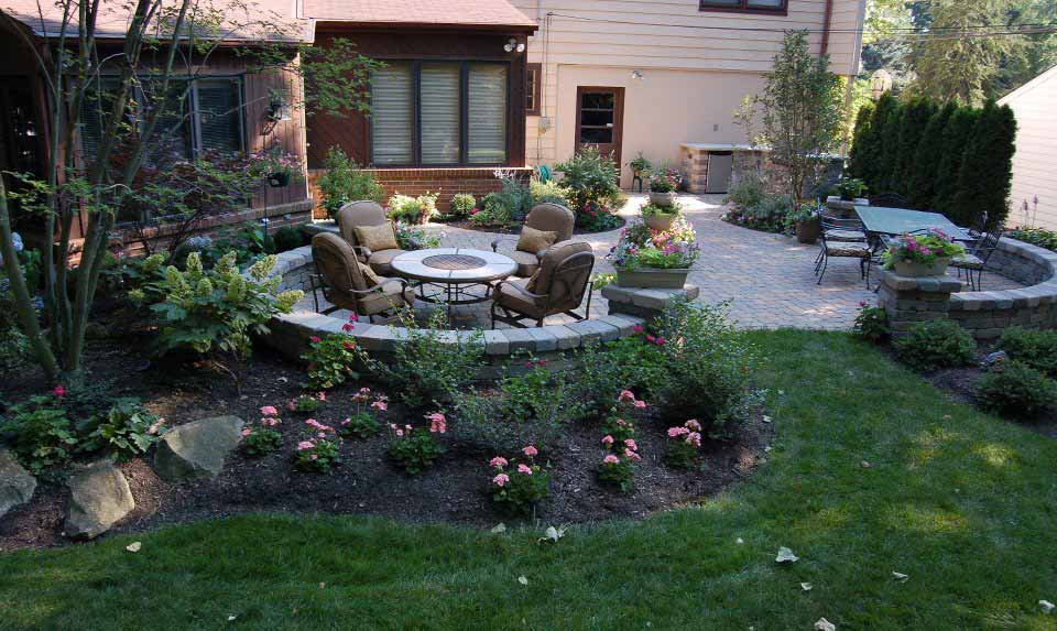 Landscape Arrangements for your House's Front - Gardening ... on Landscaping And Patios id=20357