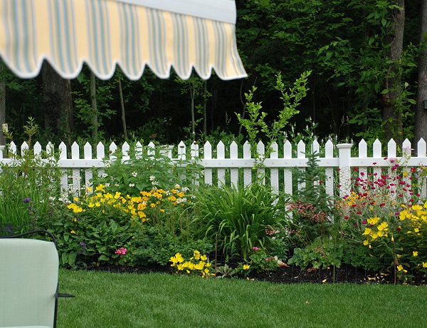 Fence Garden Ideas 55 backyard landscaping ideas youll fall in love with White Garden Fence Ideas